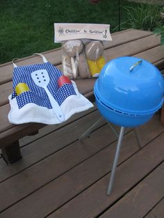 Ever Never Again: kids play grill.  Not much instruction but it shouldn't be too hard to eyeball.  How cute is this?