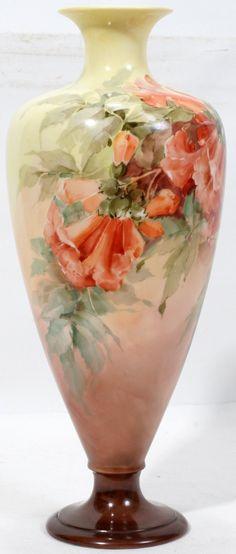 How fabulous is this. A common Trumpet Vine adorns this vase. China Painting, Ceramic Painting, Ceramic Art, Ceramic Bowls, Porcelain Vase, Fine Porcelain, Painted Porcelain, Painted Vases, Hand Painted Ceramics