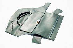 Así se hacen los bolsos Le dix de Balenciaga (y esto no es un DIY, es una declaración de intenciones)