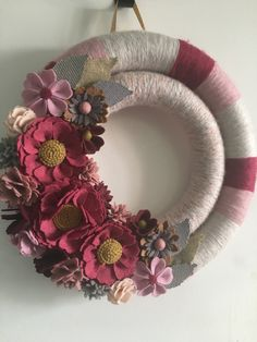 Black and gold flower double yarn wrapped Halloween skull wreath. Measures includes an attached ribbon for hanging. Pine Cone Flower Wreath, Paper Flower Wreaths, Pink Wreath, Felt Wreath, Yarn Wreaths, Tulle Wreath, Floral Wreaths, Burlap Wreaths, Door Wreaths