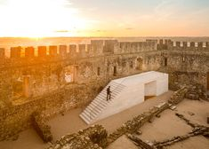 Comoco Architects has added a third new structure to the grounds of the medieval Pombal Castle in Portugal – a limestone-clad visitor centre that doubles as a viewing platform.
