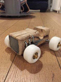 Great Resources For Woodworking Project Plans And Designs - The Effective Pictures We Offer You About Toys juguetes A quality picture can tell you many thing Wooden Toy Cars, Wood Toys, Woodworking Plans, Woodworking Projects, Woodworking Classes, Woodworking Techniques, Custom Woodworking, Wood Crafts, Diy And Crafts