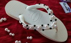 Sandália delicada e luxuosa #perollarty #amosandalias Siga-nos no Instagram By Ticy Gonçalves