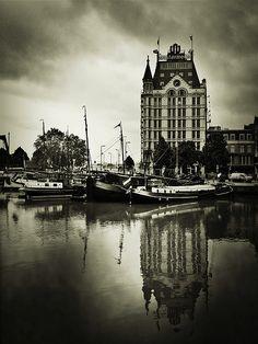 The White House Rotterdam. Mooi om in te lijsten. Stoere foto maar door de kleuren toch ook landelijk. #pintratuin