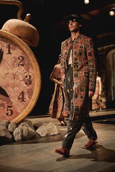 Couture Fashion, Boho Fashion, Fashion Outfits, Fashion Design, Male Fashion, Indian Fashion, Bohemian Outfit Men, Off White Fashion, Bohemian Culture