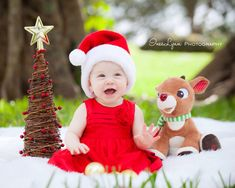 Christmas family portrait. Outdoor photography. Vintage sofa photography. Christmas mini session. Children Christmas photography. InesLynn Photography. Miami photographer. South Florida Photographer.