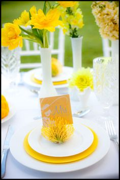 sunshine, lemon yellow, grassy green, table setting, yellow flowers, wedding inspiration, table design