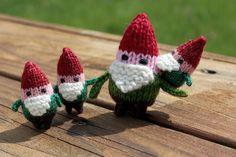 knit gnomes (pattern by mochimochi)