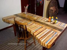 I'm actually obsessed with this table made from pallet wood.