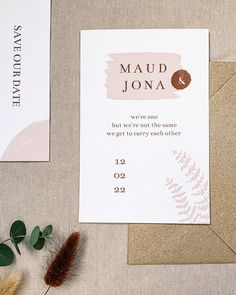 Deze minimalistische trouwkaart met oud roze takje en verfstreepjes kun je zelf helemaal aanpassen naar wens en smaak. Je zou bijvoorbeeld nog goudfolie of koperfolie toe kunnen voegen. Mocht je dit willen dan helpen we je hier graag bij. Bekijk ook de bijpassende menukaart, save the date kaart en andere kaartjes van deze trouwhuisstijl. #trouwkaart #trouwen #bruiloftdecoratie #bruidsboeket #bohowedding