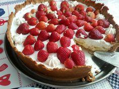 Torta de merengue, morangos e suspiroas....aíaíaí.