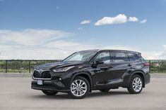 2020 Toyota Highlander Hybrid Limited Review Toyota Rav, Toyota C Hr, Toyota Highlander Hybrid, Toyota Hybrid, Car Goals, Car Buyer, Kia Sportage, The Real World, How To Be Outgoing