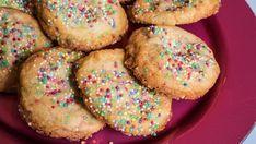 Eline Gulbrandsens favorittkjeks: Cookies med hvit sjokolade og tutti-frutti Coconut Chocolate Chip Cookies, Momofuku, Tutti Frutti, Protein Snacks, Doughnut, Fondant, Chips, Baking, Desserts