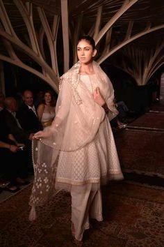 Tarun Tahiliani kicks off Lakme Fashion Week 2013 in style -- Lucknowi Chikan