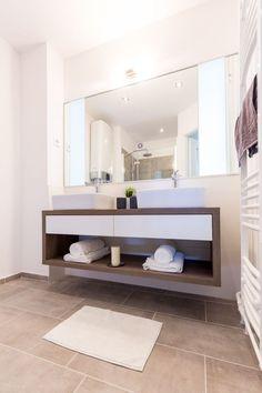 dupla mosdó a fürdőszobában