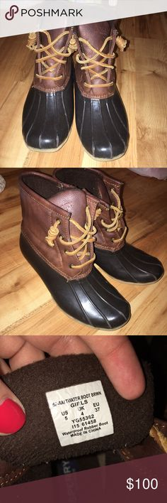 Sperry duck boots Wanted to try the brand so I bought these and only wore them once last winter then put them away in my closet as I did not like how they fit me. I would prefer to have LL bean. Willing to trade for other duck boots in same condition. These say 5youth but they fit a 7 women's Sperry Shoes Winter & Rain Boots