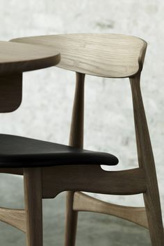 This chair was designed by Hans J. Wegner in 1957. CH33 - Carl Hansen & Søn
