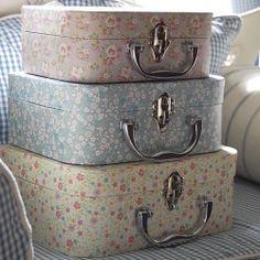 39d132fe6b Φλοράλ vintage σετ παστελ βαλιτσάκια Suitcase Storage