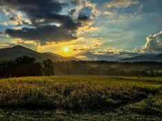 Beautiful sunrise in Cades Cove in the Great Smoky Mountains of Tennessee [OC] [4032x3024]