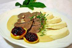 Fenomén českej kuchyne vždy bola, je a bude sviečková na smotane. Príprava tejto delikatesy však vyžaduje trpezlivosť a lásku k vareniu. Ak chceme uvariť naozaj kvalitnú sviečkovú, musíme si dať záležať na príprave a neunáhliť sa. Len vtedy docielime krehkosť hovädzieho mäsa a lahodnosť sviečkovej omáčky s chuťou použitých surovín.