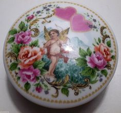 Vintage Porcelain Music Box VALENTINES DAY Plays ROMEO And JULIET Cupid HEARTS