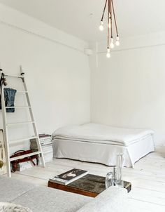 Nice minimalist and rustic bedroom
