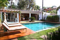 Modernistyczny basen od MeyerCortez arquitetura & design #dreamhouse #inspiracje #lato  https://www.homify.pl/katalogi-inspiracji/628174/dom-w-ktorym-mozna-wypoczac