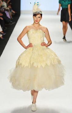 Kenley Collins feathered wedding dress. I loved this dress even tho I couldn't stand Kenley.