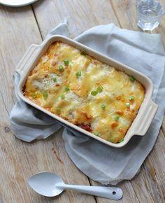 Lasagne met ham en pesto. Zin in lasagne, maar geen zin om lang in de keuken te staan? Dan is dit recept misschien wel iets voor jou.
