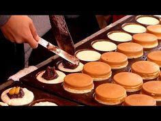 Ōbanyaki or Imagawayaki=Japanese muffin containing bean jam, served hot :) Thai Street Food, Japanese Street Food, Japanese Cake, Japanese Sweets, Japanese Food, Dessert Recipes, Asian Desserts, Just Desserts, Pancake