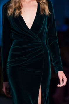 Detailed photos of Ralph & Russo Haute Couture Fall 2015 Elegant Dresses, Beautiful Dresses, Robes Glamour, Dress Outfits, Fashion Dresses, Casual Outfits, Ralph And Russo, Moda Vintage, Velvet Fashion