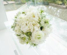 # Vress et Rose # Wedding # white # Round # bouquet #clutch bouquet # natural# Flower # Bridal # ブレスエットロゼ #ウエディング# ホワイト#グリーン#シンプル # ブーケ# ナチュラル# ブライダル#小花#ニゲラ#結婚式