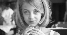 Photos of the beautiful young Goldie Hawn show the American actress, model, sex symbol and activist in her earlier days. The stunning blonde is popular for her roles in the movies Overboard, The Sugarland Express, Private Benjamin, Bird on a Wire and Death Becomes Her. But what did Goldie Hawn look...