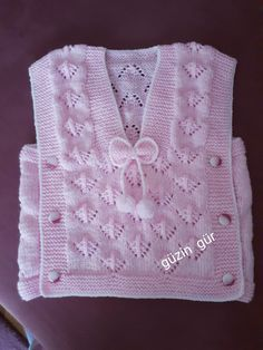 Evet şimdi bitirdim Baby Sweater Patterns, Baby Sweater Knitting Pattern, Baby Knitting Patterns, Chunky Crochet, Crochet Baby Hats, Crochet For Kids, Embroidery On Kurtis, Kurti Embroidery Design, Baby Vest