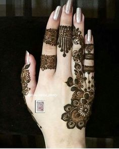 Perfect one for small occasion Finger Henna Designs, Mehndi Designs For Girls, Henna Art Designs, Mehndi Designs 2018, Mehndi Designs For Fingers, Stylish Mehndi Designs, Mehndi Design Pictures, Beautiful Henna Designs, Arabic Mehndi Designs