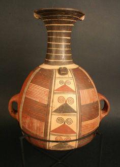 Aríbalo. Cántaro. Cultura Inka, Andes centrales. Materiales: Cerámica  Periodo: Horizonte Inka. Período Tardío 1470 - 1532 d.C.