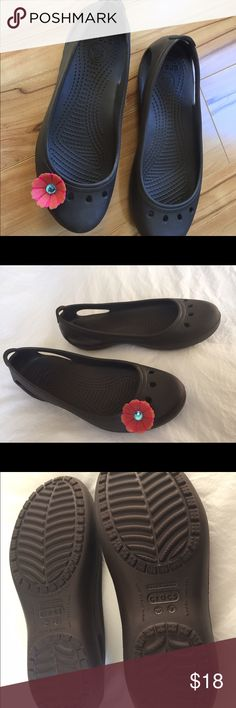 f6817687ad21a4 NWOT Crocs Kadee Flats brown with coral flower Excellent quality