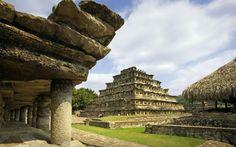 La Pirámide de los Nichos de Tajín, ubicada en el estado de Veracruz es un gran exponente de la cultura Totonaca.
