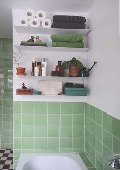 Evt. naast spiegelkastje hangen? // Hylla_botkyrka_badrum_03: