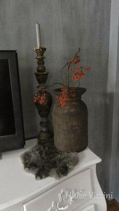 Hoffz kruik met zelf gemaakte kandelaar van een trapspijl in huize Vizzini