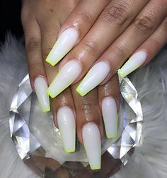 These 10 Nail Trends Will Get You Right This Summer - Summer Nail Colors Ideen Winter Nails, Summer Nails, Coffin Nails, Acrylic Nails, New French Manicure, New Nail Trends, Nails Now, Nail Jewels, Luxury Logo