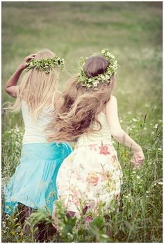 Beautiful Girls With Green Flowers Taj