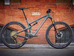 Beauty of a new #TallboyCC 29er build from @sohobikeslondon - Tallboy3 CC in Matte Carbon/Rust - @fox suspension - @srammtb #SRAMeagle - @envecomposites M60 rims - @chriskingbuzz hubs & BB - @eastoncycling bar/stem - @rockshox 170mm Reverb