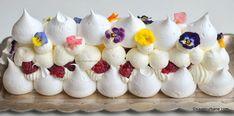 pavlova cu zmeura si frisca reteta savori urbane Mini Pavlova, Sugar And Spice, Mini Cupcakes, Caramel, Urban, Desserts, Food, Nice, Pie