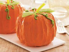 Mini Pumpkin Bundt Cakes  @Amanda Doyle Bouvier  this is those mini pumpkin cakes I told you about