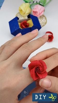 Diy Crafts Hacks, Diy Crafts For Gifts, Diy Arts And Crafts, Diy Crafts Videos, Creative Crafts, Crafts For Kids, Cool Paper Crafts, Paper Flowers Craft, Paper Crafts Origami