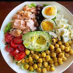 """427 Me gusta, 26 comentarios - 📍Recetas fitss 🍒🍍 (@recetasfitss) en Instagram: """"Quieres aprender más? regálame un """"hola"""" o un """"gracias"""" . ENSALADA COMPLETA🥗🔥 Como amo estos platos…"""" Big Salad, Low Fat Diets, Keto Diet Plan, Healthy Eating, Healthy Recipes, Dinner, Boiled Egg, Hard Boiled, Fitness Life"""