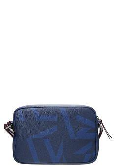 Mit dieser Tasche bist du modisch unterwegs! Jil Sander Navy Umhängetasche - navy/bordeaux für 194,95 € (11.04.17) versandkostenfrei bei Zalando bestellen.