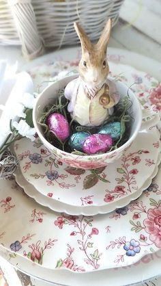 (via Easter Tea | Peter Rabbit & Co. | Pinterest)