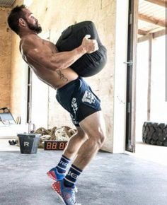 Rich Froning, the CrossFit Games Champion and owner of CrossFit Mayhem has one of the most decked-out home gyms in the world. Combining top-of-the-line Rogue Fitness Equipment with a barn makes for one amazing place to workout. Crossfit Garage Gym, Crossfit Men, Home Gym Garage, At Home Gym, Crossfit Athletes, Gym Men, Fitness Gym, Rogue Fitness, Male Fitness